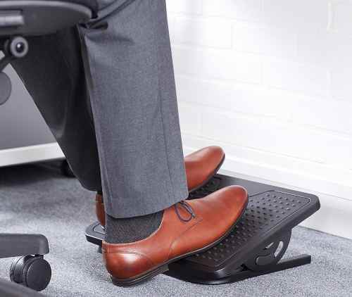 basic non-adjustable footrest that allows for stretching legs